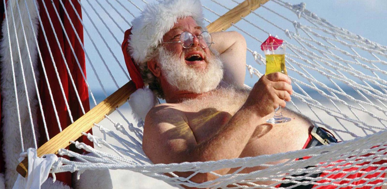 santa-claus-on-vacation-funny-picture